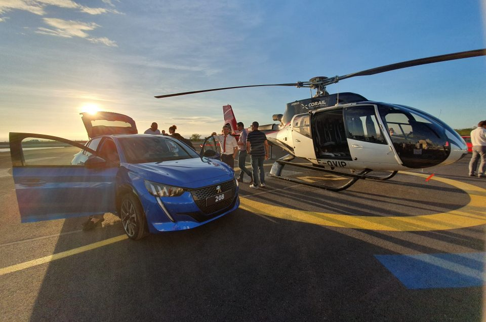 Peugeot lance sa 208 chez Corail Helicopteres
